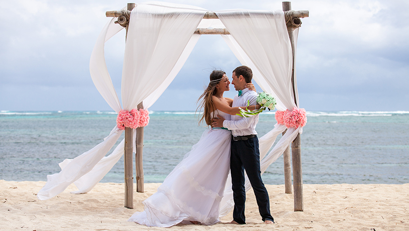getting married on maui